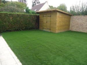 création d'un jardin en pelouse artificielle